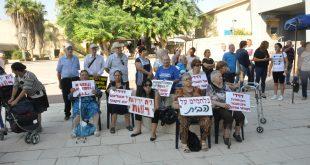 הקשישים בהפגנה. צילום: אורי גבאי