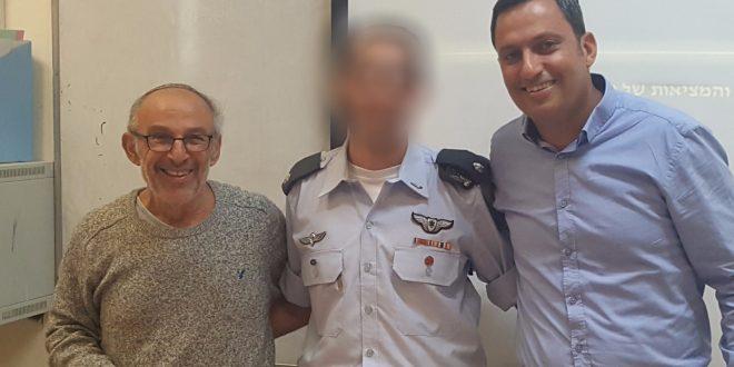 הטייס ל', אלון דוידי וששון שרה. צילום: עיריית שדרות