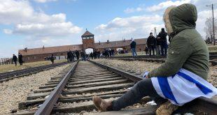 """לקום ולצעוק מול השער של אושוויץ בירקנאו: """"עם ישראל חיי!"""" זה הרבה מעבר למצמרר"""