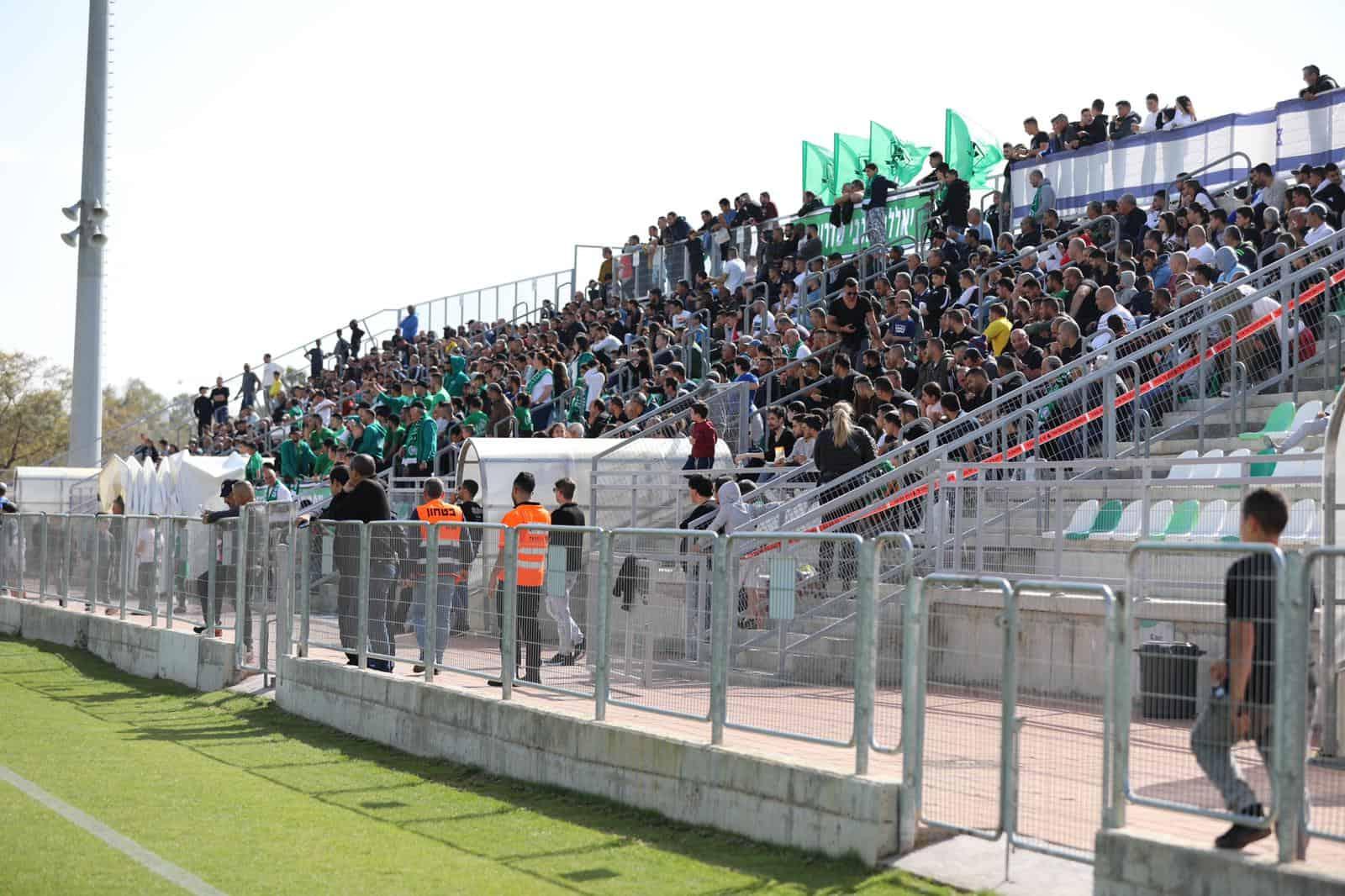 קהל שיא היום במשחק נגד נתיבות. כאלף צופים מילאו את היציע. צילום:גולן סבג