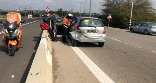 נהג רכב נפצע בינוני בתאונה בסמוך לצומת שער הנגב