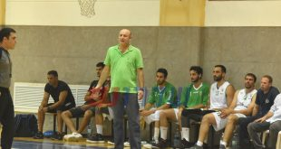 מאמן מכבי שדרות ישראל ברוך במהלך המשחק. צילום- אורי גבאי